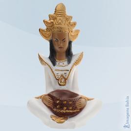 Imagem de Deus Hindu com roupa branca