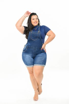 Jardineira Feminina Jeans Plus Size Cintura Alta Com Lycra Barra Dobrada