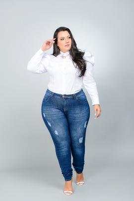 Calça Feminina Jeans Skinny Plus Size Cintura Alta Com Detalhe Puído Frontal
