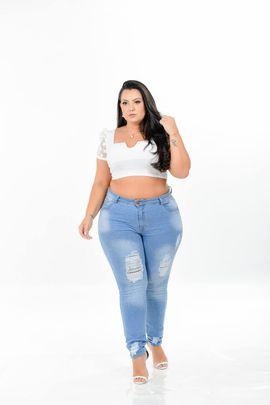 Calça Feminina Jeans Skinny Plus Size Cintura Média Delavê Rasgo Frontal Xtracharmy