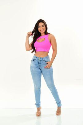 Calça Feminina Jeans Skinny Delavê Com Bordado No Bolso Traseiro