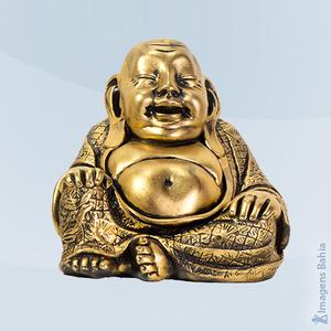Imagem de Buda dourado com manto trabalhado