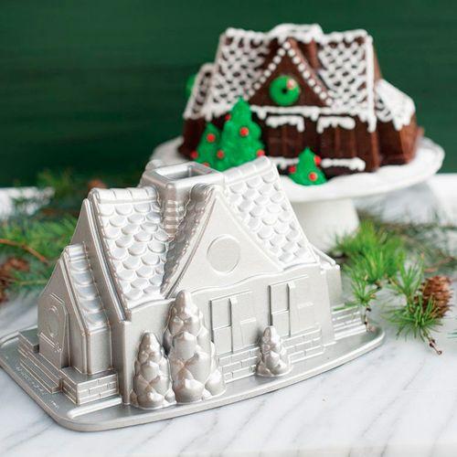 Forma para Bolo Bundt Chalé de Natal - Nordic Ware