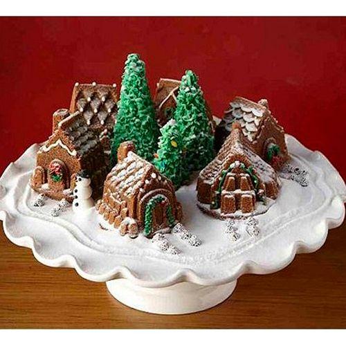 Forma para Bolo Bundt Vila de Natal - Nordic Ware