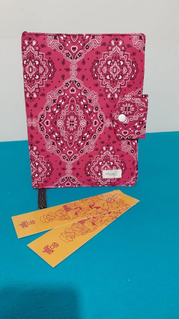 Capa protetora de livros em tecido pink - bandana