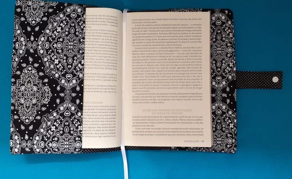 Capa protetora de livros em tecido bandana preto