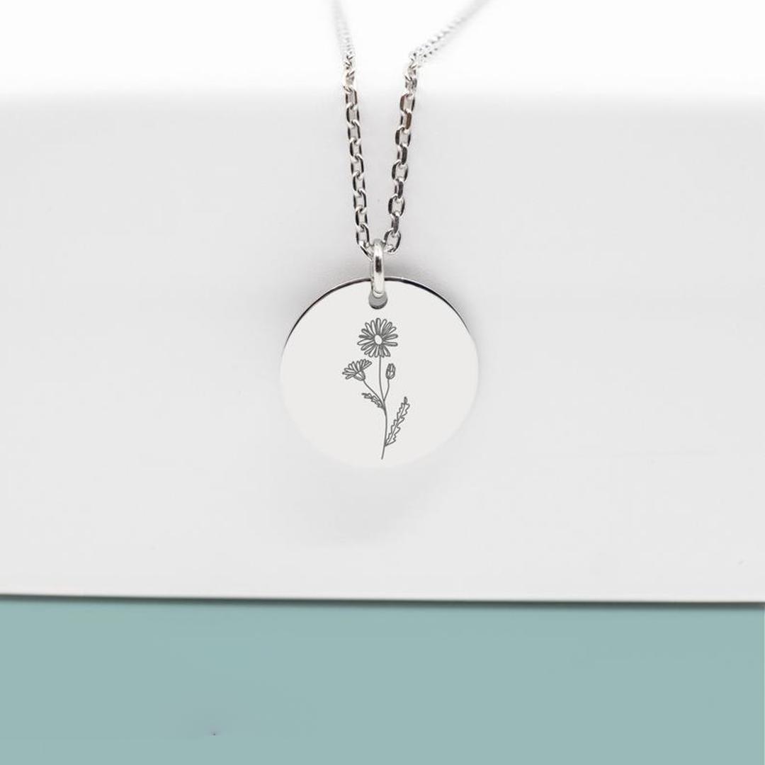 imagem do produto Colar com Flor do Mês do Aniversário Plaquinha