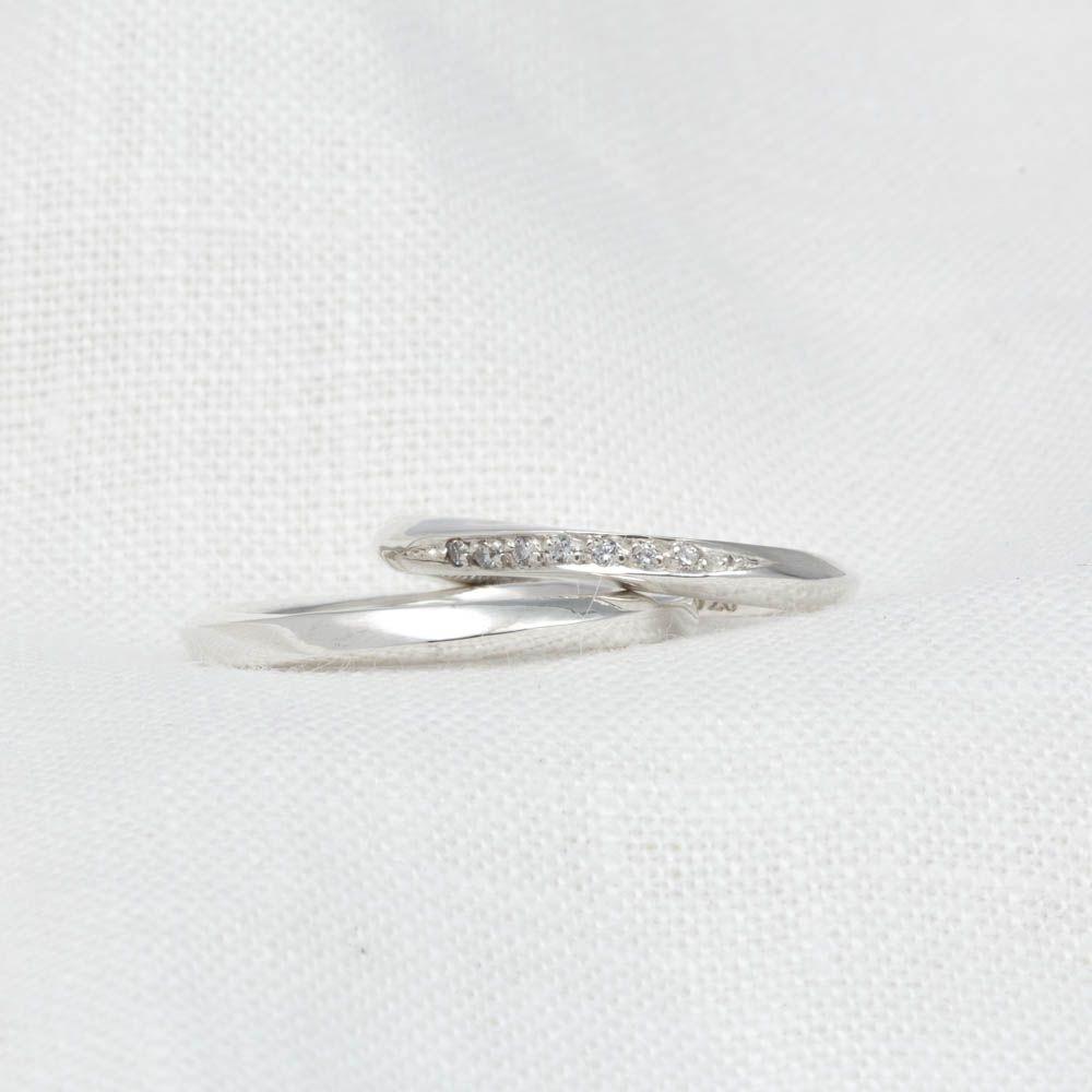 imagem do produto Aliança Torcida de Prata com Diamantes Híbridos cod. 8599