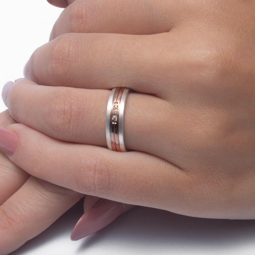 imagem do produto Alianças de Prata com Ouro Rosê 10k centro Cód. 6220