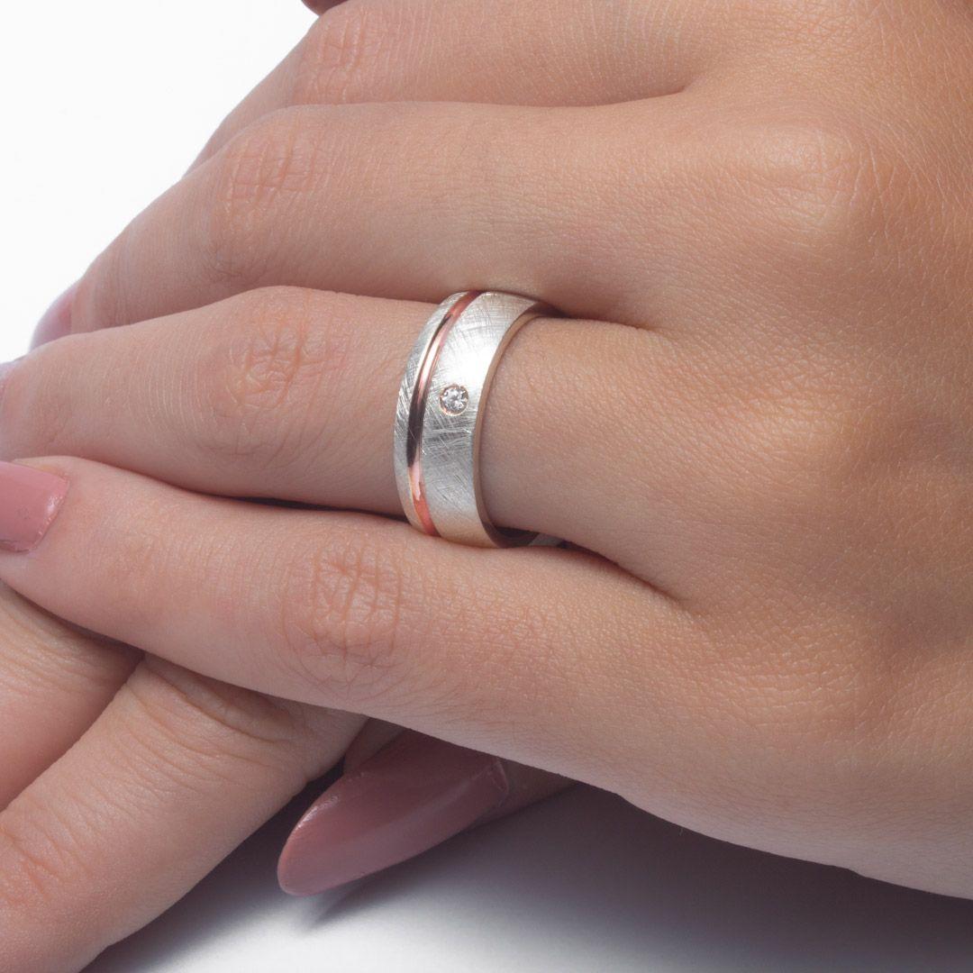 imagem do produto Alianças Prata com Filete de Ouro 10k e diamante híbrido Cód. 6223