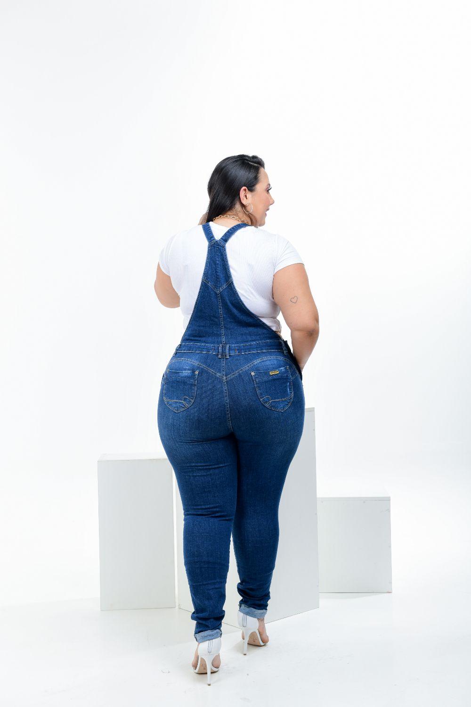 Macacão Feminino Jeans Plus Size Cintura Média Barra Virada