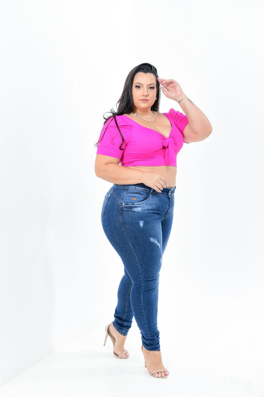 Calça Feminina Jeans Skinny PlusSize Cintura Alta Com Detalhe Puído Frontal