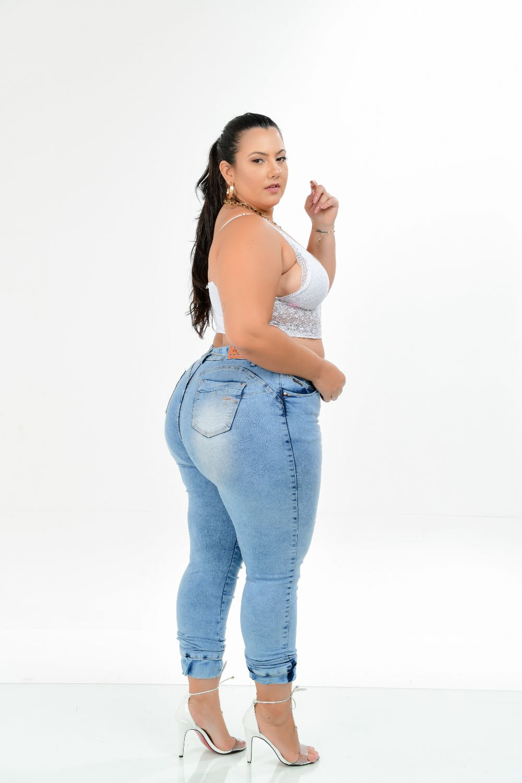 Calça Feminina Jeans Cigarrete Plus Size Detalhe Elástico Na Barra Cintura Média Xtracharmy